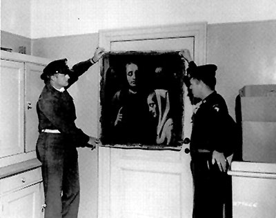 April 21, 1945. Recovered painting Christ and the Adulteress thought to be by Johannes Vermeer with U.S. soldiers of the 101st Airborne Division. The US army found this work in the home of Hermann Goering, a leading member of the Nazi Party. Courtesy of the National Archives, Washington, DC.
