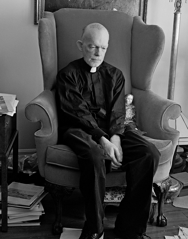 Mark Landis disguised as a priest. Photo: Lavalette / The New Yorker. © Condé Nast.